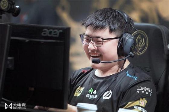 外国网友热议RNG晋级决赛:Uzi带着升级版无尽就像雷神带着新斧子