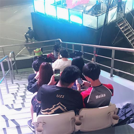 Uzi、Meiko现身洲际赛观众席?粉丝惊呼太像了!