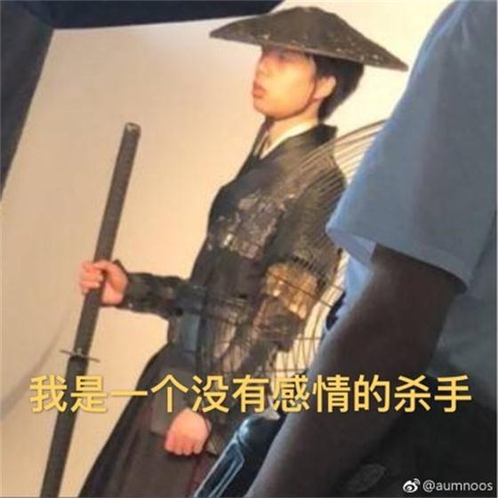 Smlz侠客照被曝光,网友调侃:一脸麻木生活所迫