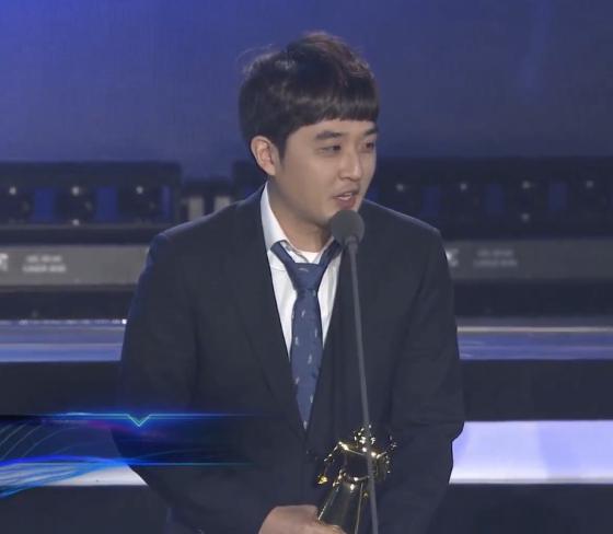 """LOL颁奖之夜,RNG获得首个奖项""""年度最佳数据分析与支持"""""""