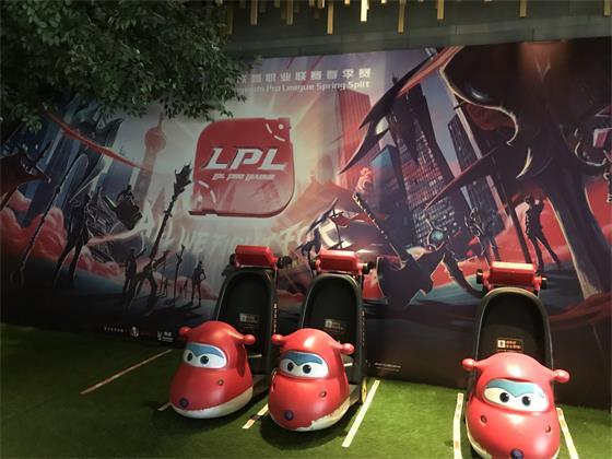 LPL新场馆揭秘:LED牌滚动播放各大赛事,峡谷元素增多