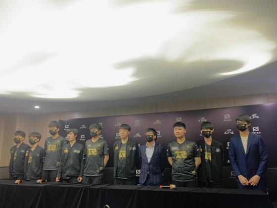 RNG赛后采访-Xiaohu:大家一直都知道RNG是两个上单,没有打野