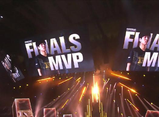 Xiaohu酒桶对位单杀Nuguri杰斯,RNG让一追三3-1击败FPX夺得春季总冠军!