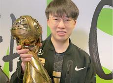 Xiaohu发微博庆祝夺冠成MSI史上荣获双位置冠军第1人!